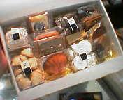 ■ネタ■白金・レトルダムールの「化粧箱へのお菓子詰め」道_e0091712_658548.jpg