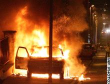 パリ郊外の暴動、地方各都市にも波及_e0065268_10425096.jpg