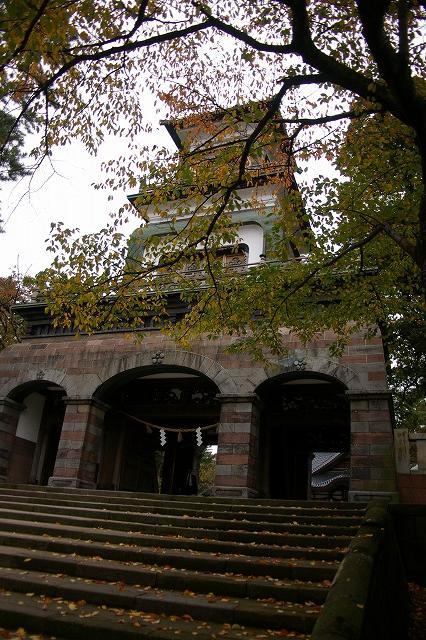 尾山神社の神門_d0043136_21314086.jpg