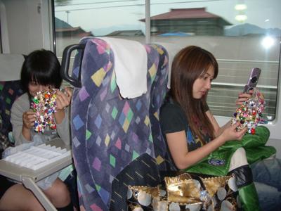 試合の帰りの電車の中にて。。。_c0038096_10583737.jpg