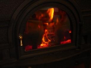 停電と静かに燃える薪ストーブ_a0045293_1427528.jpg