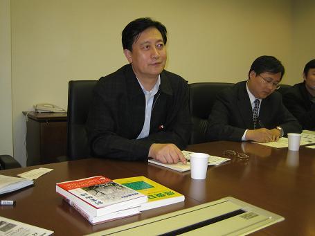 神州学人編集長来日 在日中国人留学生代表らと座談_d0027795_1205758.jpg