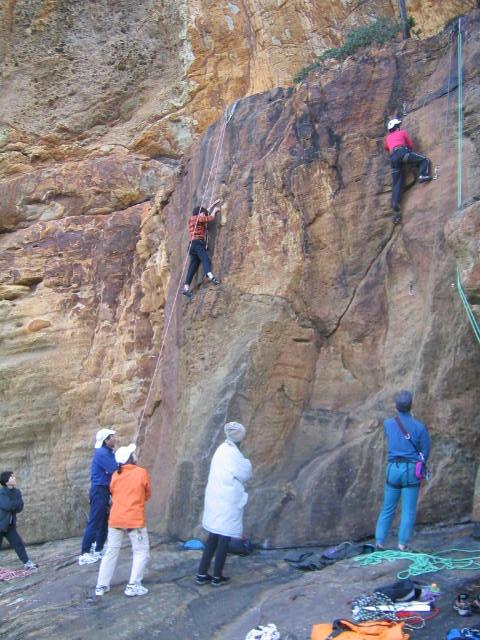 秋の岩登り教室、3回目。 (参加10名)_d0007657_9215064.jpg
