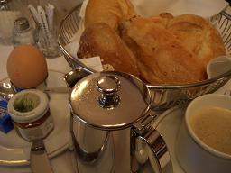 ウィーンで朝食を   ウイーン(オーストリア)_e0074251_9275338.jpg