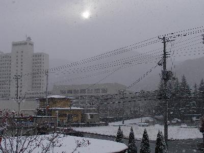 とうとう、雪が積もり始めました。_e0084756_10145117.jpg