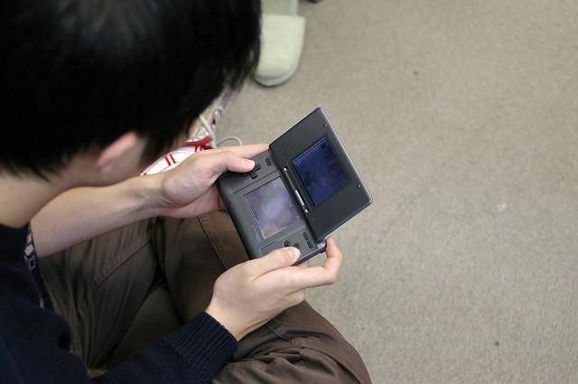 今どきの小型ゲーム機は_f0001482_3444720.jpg