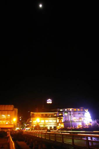 晩秋の名残り(六国見山)と冬の装い(江ノ島ライトアップ)_c0014967_8581765.jpg