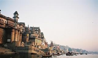 インドでどうでしょう(2)-1 バラナシ_d0066442_1954618.jpg