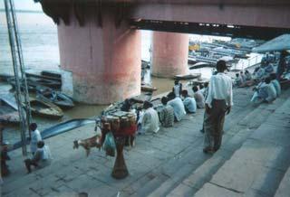 インドでどうでしょう(2)-1 バラナシ_d0066442_19552235.jpg