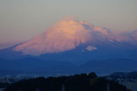 富士山、丹沢、そして月(六国見山で見た初冬の風景)_c0014967_10153198.jpg