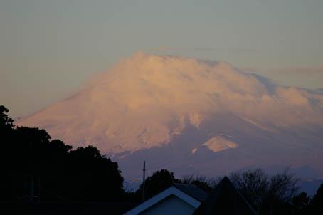 富士山、丹沢、そして月(六国見山で見た初冬の風景)_c0014967_10155067.jpg