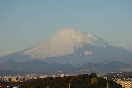 富士山、丹沢、そして月(六国見山で見た初冬の風景)_c0014967_10163770.jpg