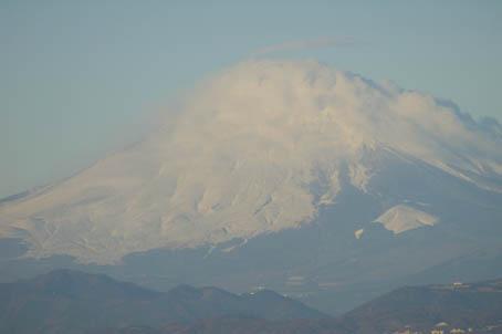 富士山、丹沢、そして月(六国見山で見た初冬の風景)_c0014967_10165880.jpg