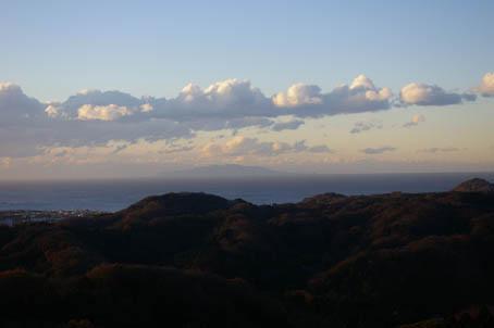 富士山、丹沢、そして月(六国見山で見た初冬の風景)_c0014967_10175989.jpg