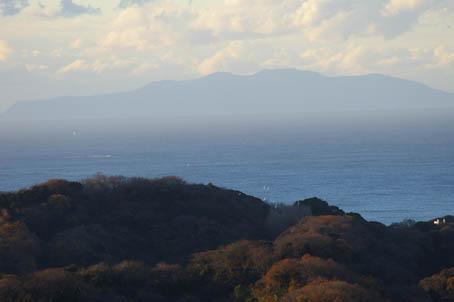 富士山、丹沢、そして月(六国見山で見た初冬の風景)_c0014967_1018246.jpg