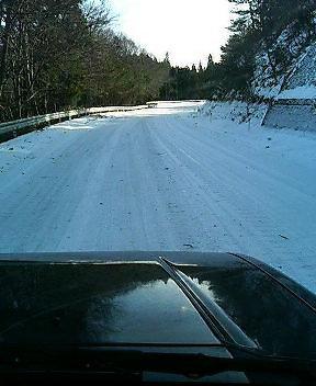まだまだ雪があります。_d0027486_1404239.jpg