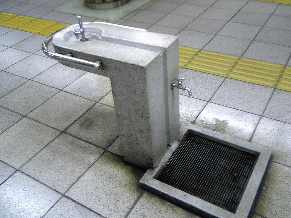 水飲み場_d0057843_13382879.jpg