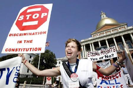 同性愛者の支援団体、米マサチューセッツ州司法長官を告訴_d0066343_1991144.jpg
