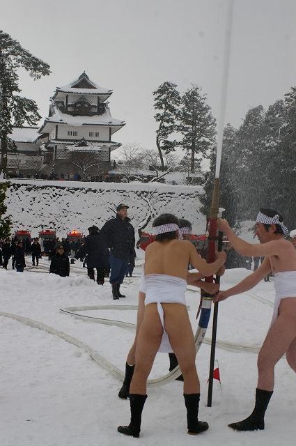 雪の中、出初式~金沢_d0043136_19344154.jpg