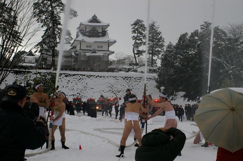 雪の中、出初式~金沢_d0043136_19345253.jpg