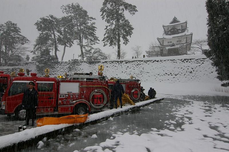 雪の中、出初式~金沢_d0043136_19475077.jpg
