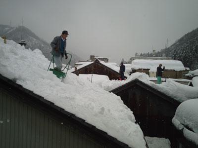 町内一斉屋根雪下ろしの巻_a0041925_152066.jpg