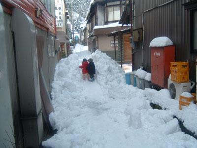 町内一斉屋根雪下ろしの巻パート2 _a0041925_152641.jpg