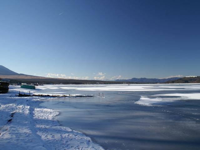 山中湖、凍ってます!_e0077521_21532628.jpg