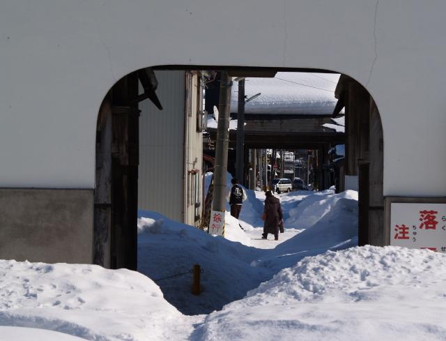 故郷雪国の景色8 どすこいな雪_a0042976_8385147.jpg