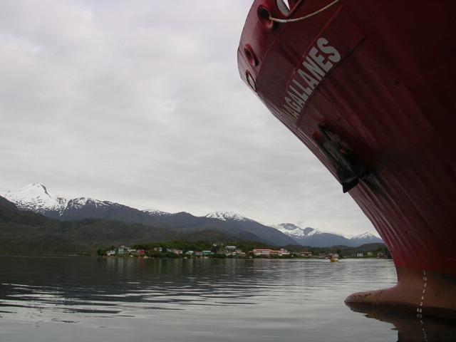 <水島夫妻のバイクの旅>  フェリーでチリを北上_c0011649_11402518.jpg