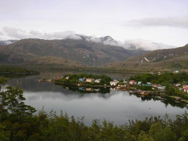 <水島夫妻のバイクの旅>  フェリーでチリを北上_c0011649_11543620.jpg