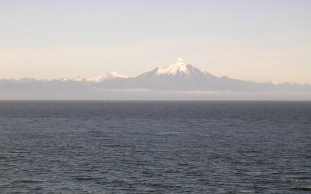 <水島夫妻のバイクの旅>  フェリーでチリを北上_c0011649_11573147.jpg