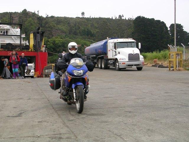 <水島夫妻のバイクの旅>  フェリーでチリを北上_c0011649_11591316.jpg