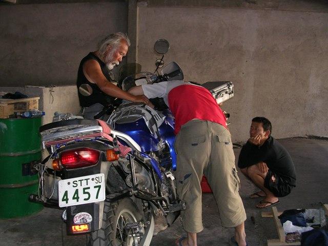 <水島夫妻のバイクの旅>  アフリカ大陸への準備_c0011649_8133568.jpg