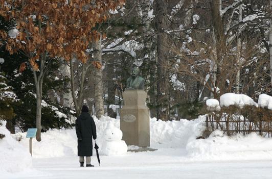 Dr. Clark with a snowman_e0014773_939228.jpg