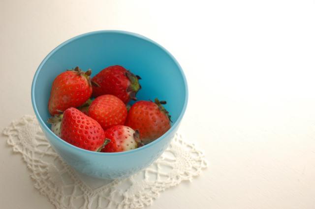 イチゴのための器???_c0055551_13181036.jpg