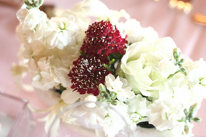 白にボルドーの装花 シャンパングラスフラワー_a0042928_0283740.jpg