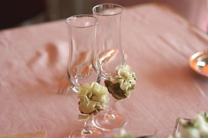 白にボルドーの装花 シャンパングラスフラワー_a0042928_0284962.jpg