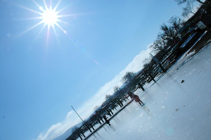 山中湖全面氷結_c0039145_1011196.jpg