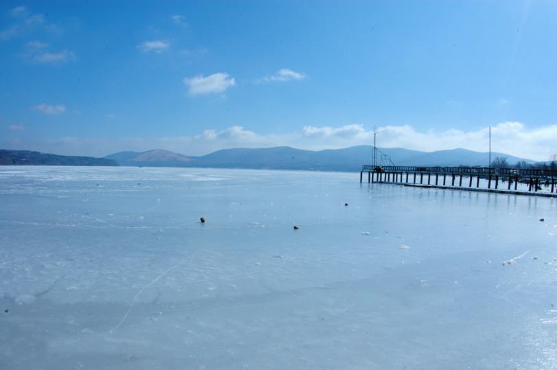山中湖全面氷結_c0039145_10201229.jpg