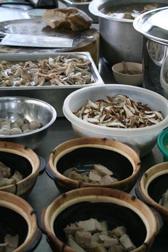 肉骨茶(バクテー)/マレーシア ボルネオ島_b0048834_772296.jpg