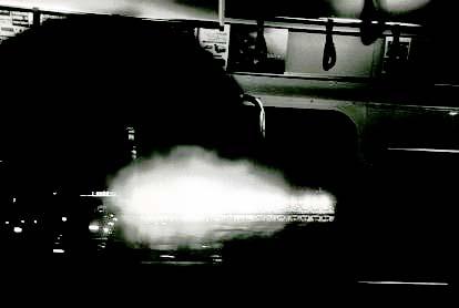 闇の中、疾走する灯_f0036209_20124849.jpg