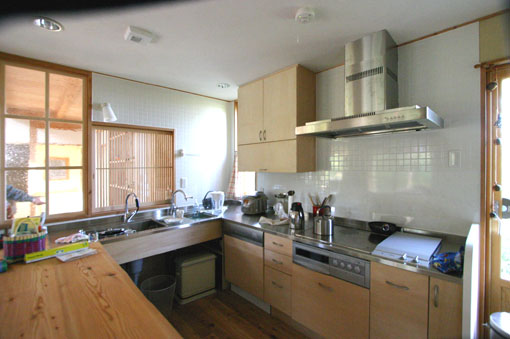 Q1札幌郊外の家10:キッチン・食堂_e0054299_13182364.jpg