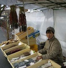 宮川の朝市 - 餅の試食をしながら_a0057402_18443468.jpg