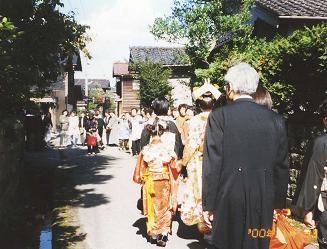 加賀の結婚・その3(花嫁がゆく)_d0066127_1710152.jpg