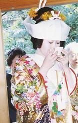 加賀の結婚・その4(まだまだ家には入れない)_d0066127_13592542.jpg