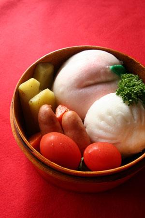 今日は桃まんと肉まん弁当_b0048834_10583680.jpg