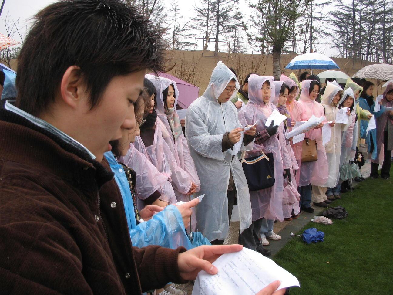 日中両国80人、上海で桜を植樹祭 福岡上海ヤングネットワーク・縁縁会の主宰_d0027795_22505052.jpg