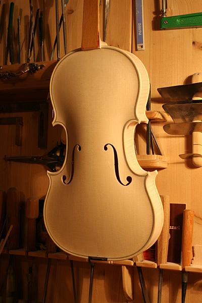 ホワイトヴァイオリン_d0047461_16461350.jpg