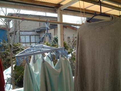 外に洗濯物を・・・_f0019498_159772.jpg